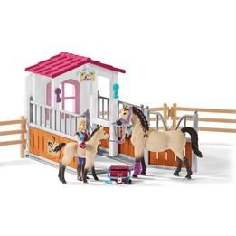 Schleich, Hestestall med arabiske hester og ledsager